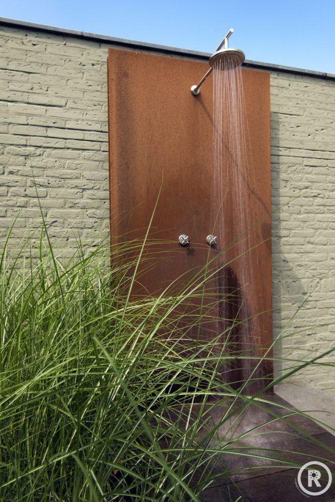 Tuininspiratie De Rooy Hoveniers kleine strakke tuin buitendouche cortenstaal Made