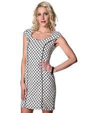 Vila klänning. Kvaliteten är 100% polyester. Modell: Cailey dress