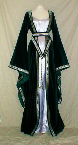 14th century houpelande gown with belt