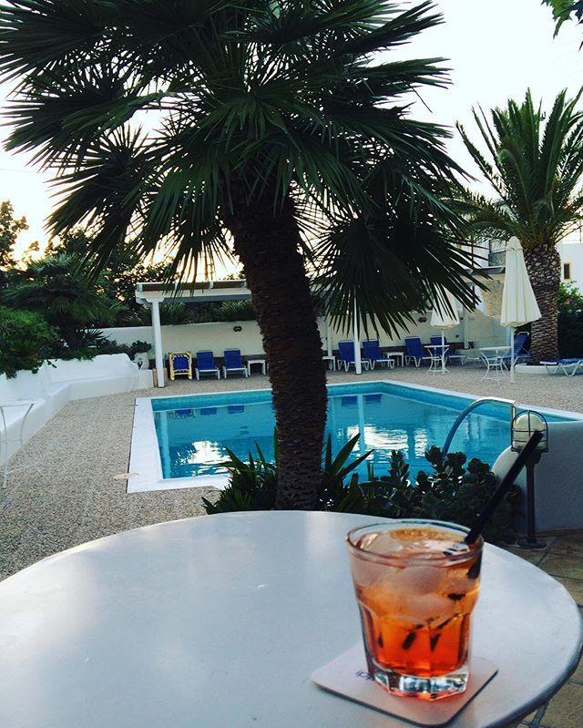 Pre dinner drinks 🖖🏻 #villaippocampi #ippocampi #hotel #hotels #boutiquehotel…