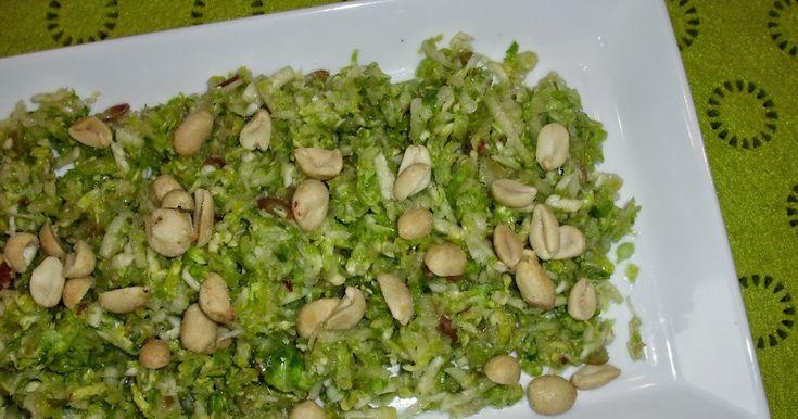 Forleden da vi fik den virkelig lækre KOLD SELLERISALAT , lavede jeg osse en rosenkål salat til. En af de virkelig gode jeg har afprøvet i K...