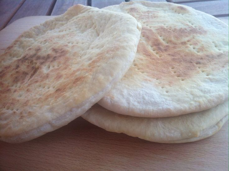 The easiest homemade Pita Bread  DO NOT HAVE TO HAVE YEAST FOR PITA BREAD.. YEast bothers me, may you.. SAyin""