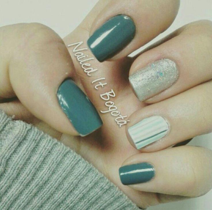 Gray nails, stripes, glitter