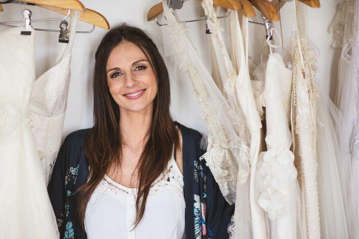 Entrevista com a estilista Carla Gaspar sobre o que toda a noiva deve saber antes de escolher seu vestido de noiva!   http://zankyou.terra.com.br/p/a-importancia-de-se-sentir-segura-na-busca-do-vestido-de-noiva-dos-sonhos-bate-papo-com-a-estilista-carla-gaspar-77544