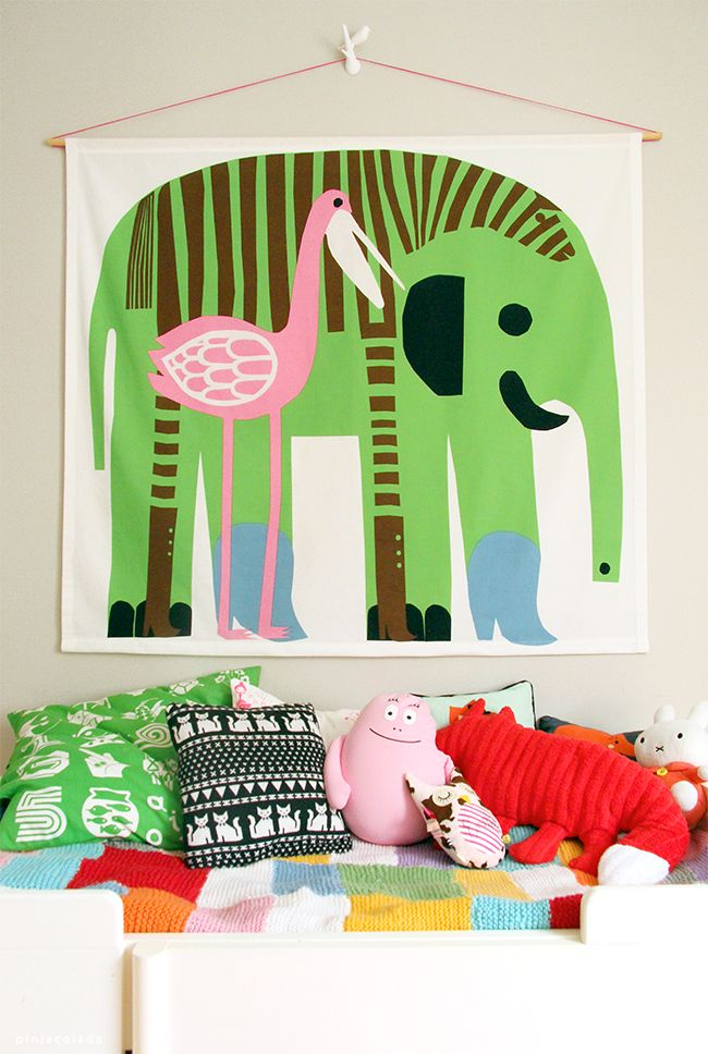 Kids room - Bed and pillows - Pinjacolada