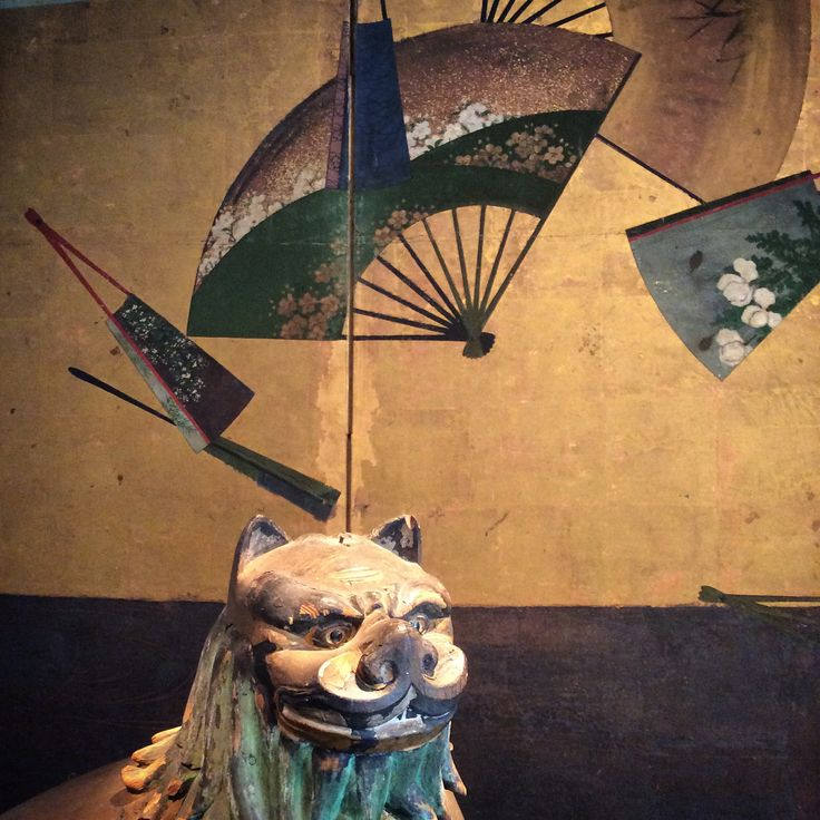 A komainu in front of a fan screen. Japan, Edo period