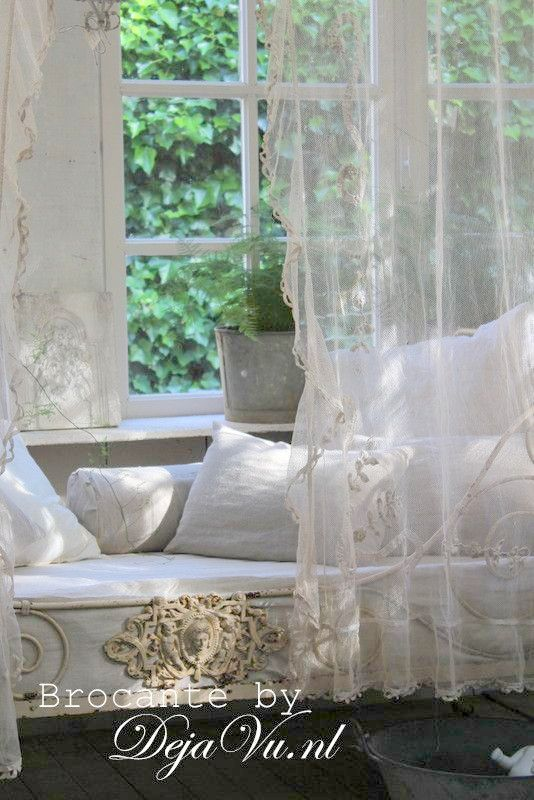 summer room daybed french