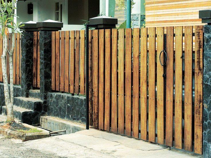 Desain Pagar Minimalis Dari Kayu Ulin | House fence design ...
