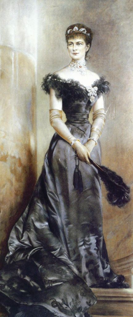 early 1890s (estimated) Sisi wearing an evening gown with vee neckline by ? (location unknown to gogm) | Grand Ladies | gogm