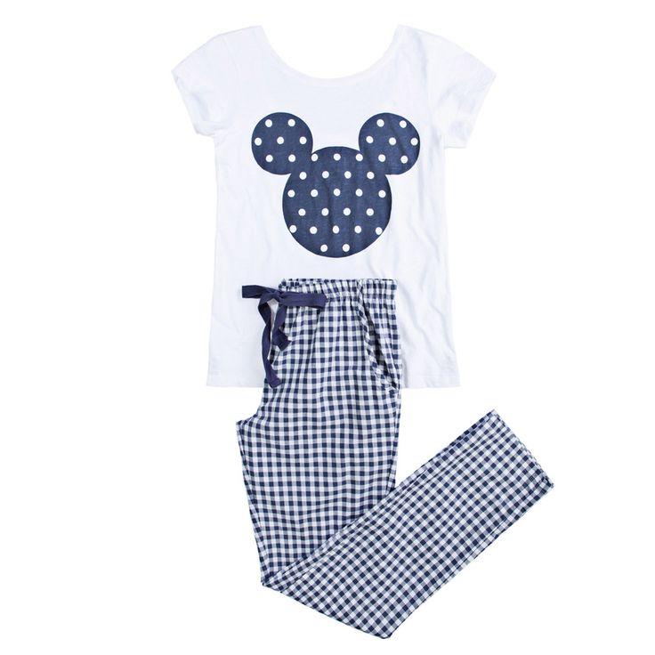 Pijama con inspiración en Mickey Mouse.