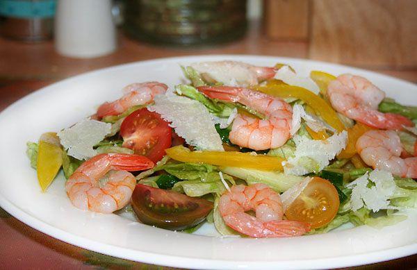 Овощной салат с яблочно-имбирным соусом