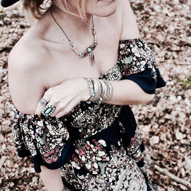 Bohemian style ❤  Découvrez ce nouveau look sur le blog, lien dans la bio   Belle soirée .  Discover this new outfit now on blog, link in bio   Happy evening .  #littlebohoblog #ootd #outfit #outfitoftheday #boho #bohochic #bohemian #bohostyle #blogger #playsuit #jewelry #turquoise #bijoux #bijouxaddict #blogueuse #mode #lille #nativeamerican #hippiechic #gypsy