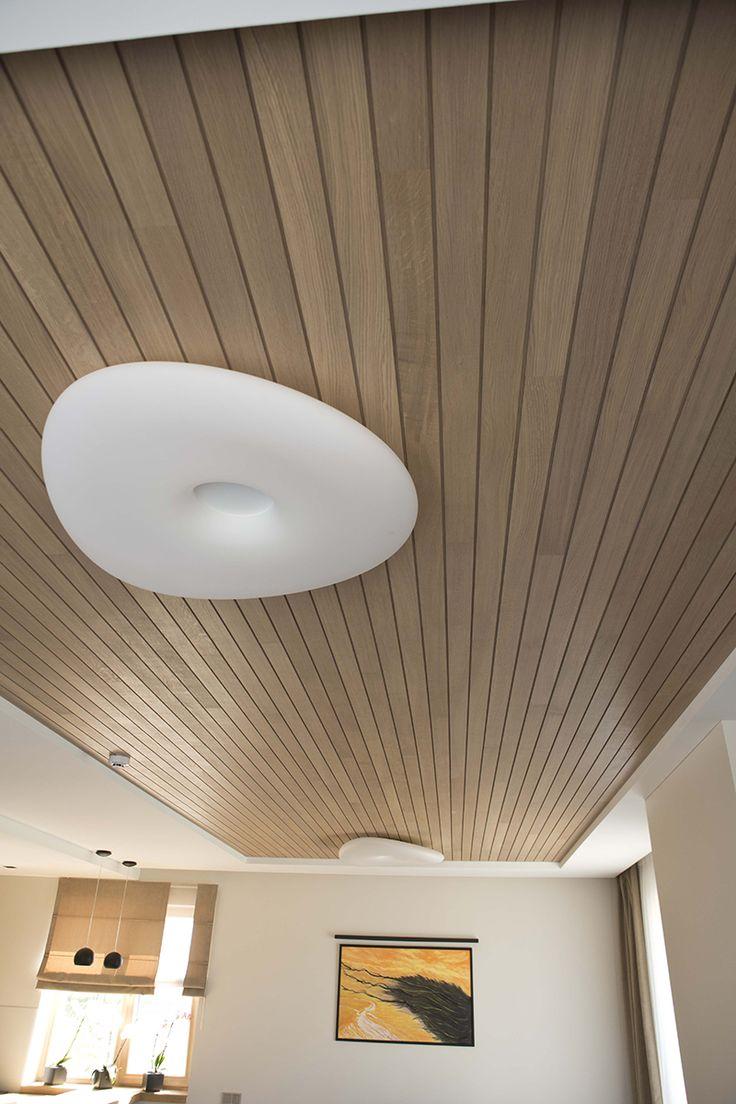 Houten plafond met lange planken