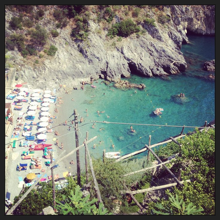 Localita Salicerchie is a wonderful alternative to its neighbor, the generally much more crowded harbor of Maiori.  There is a Lido renting beach chairs, umbrellas, and offering snacks and beverages.