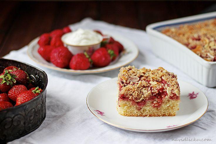 Strawberry Streusel Cake / Rychlá jahodová bublanina | Na vidličku food blog