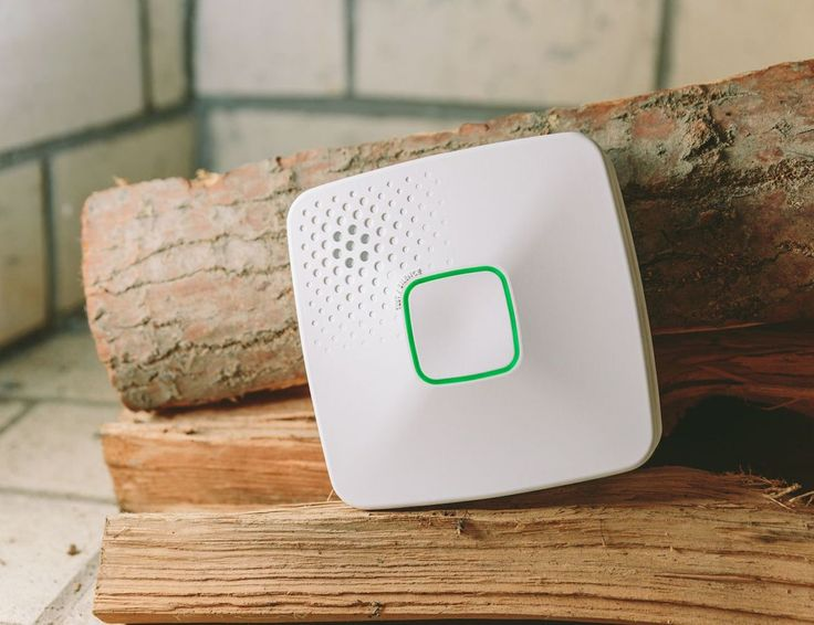 Connecting to your home's Wi-Fi network, the ONELINKE Wi-Fi Alarm is able to notify you immediately on your smartphone or tablet if there's any risk.