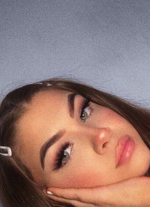 15+ Pretty Girls with Natural Makeup Idea | Armaweb07.com