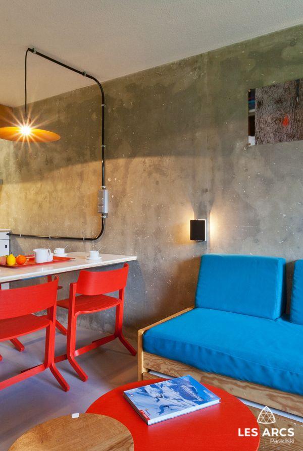 Interieur Type Loft Industriel Avec Mur En Beton Et Cablage Electrique Apparent Idees De Design D Interieur Decoration Maison Cablage Electrique