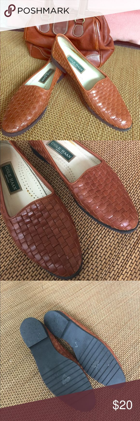 Cole Haan Soft Italian Loafer 8AA Narrow Fit like7.5 Very comfy and in great shape! Cole Haan Shoes Flats & Loafers