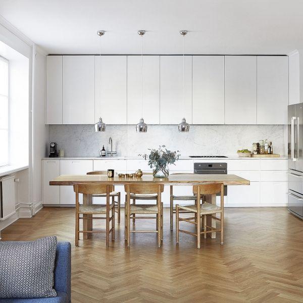 IKEA kök med vita luckor