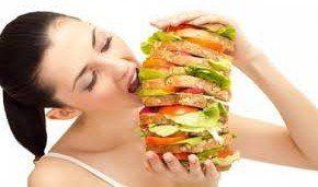10 признаков того что диета не работает :    1. Вы постоянно думаете о еде   Постоянная тяга к пище – нехороший знак, который, как правило, означает, что ваш организм «голодает». Увеличьте суточную норму калорий, иначе постепенно будет снижаться основной обмен веществ, в результате, вы наоборот начнете прибавлять в весе, а не терять его!     2. Вы фантазируете о том, что вы могли бы съесть на завтрак / обед / ужин   Если вы постоянно чувствуете искушения, это показатель того, что вы слишком…