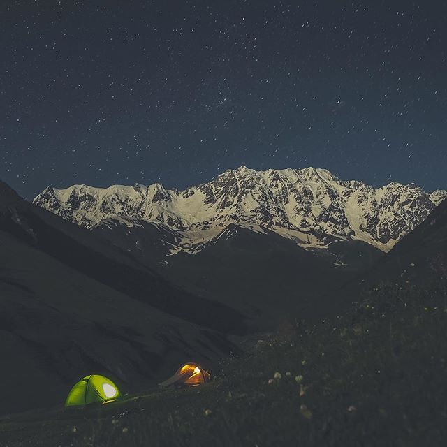 Billion stars hotel - no competition.  #georgia #gruzja #ushguli #night #wild #wildcamping #stars #mountains #mountainlife #tent #sleepingbeauty #nature #godisgood #purebeauty #blogtroterzy #polishblogger #travel #roadtrip #busemprzezswiat