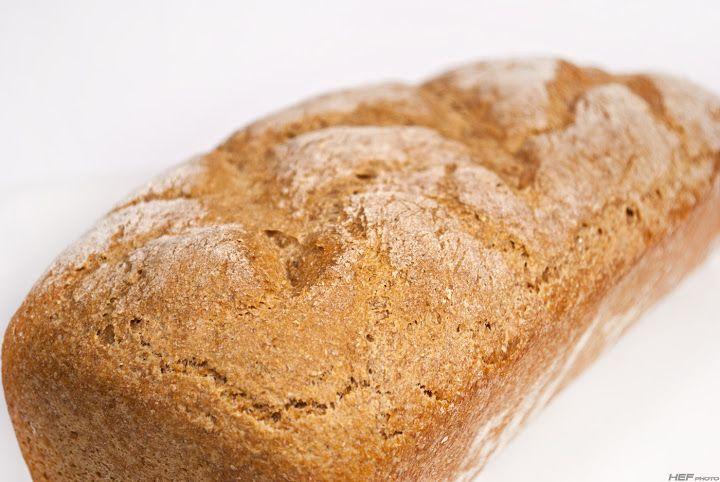 Kizárólag teljes kiőrlésű liszteket használok, így eddig főként a dagasztás nélküli kenyereket részesítettem előnyben, most azonban ismét h...