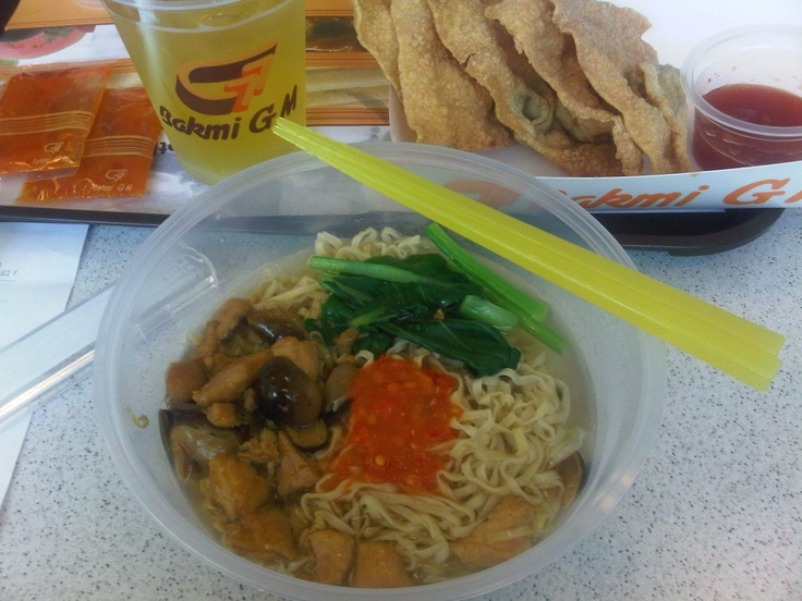 If you happen to touchdown at Soekarno Hatta Terminal 3 Airport in Jakarta, Indonesia, don't forget to try the Bakmi GM noodle restaurant. Order the Bakmi GM Spesial (special) with pangsit goreng served with sauce (a type of fried dumpling) - delicious noodle soup with some chicken, mushroom & vege. Love it! #jakarta