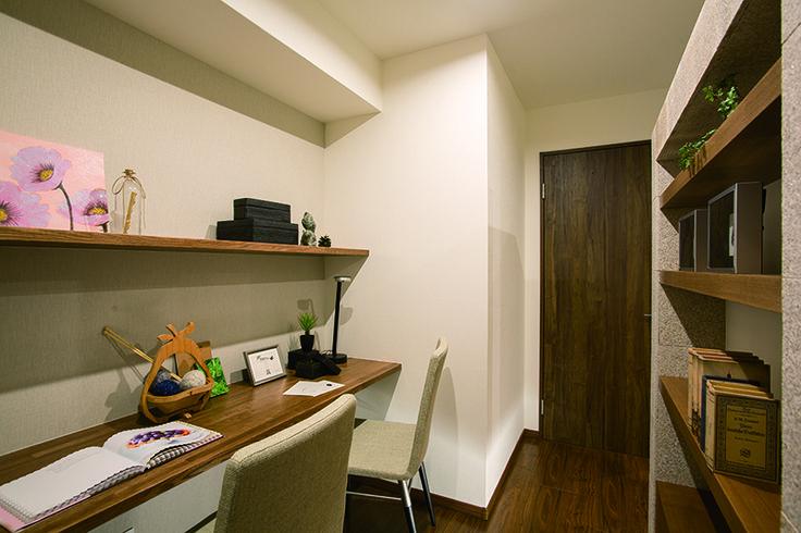 パーティションウォールの書斎側は本棚収納です。|インテリア|おしゃれ|自然素材|飾り棚|リフォーム・リノベーション|