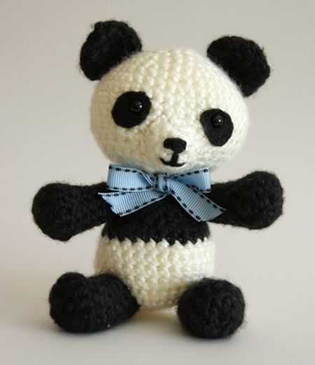 Pablo the Playful Panda - v4, amigurumi crochet