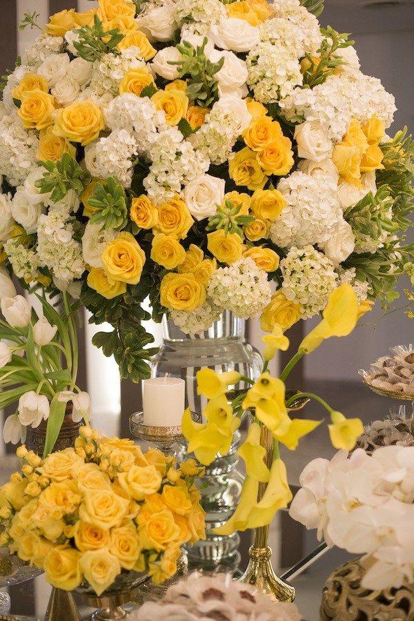 Arranjo Grande Para Mesa De Doces Em Tons De Amarelo Branco E