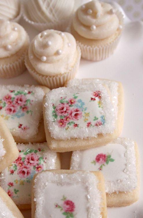 Pretty mini-cakes and cookies