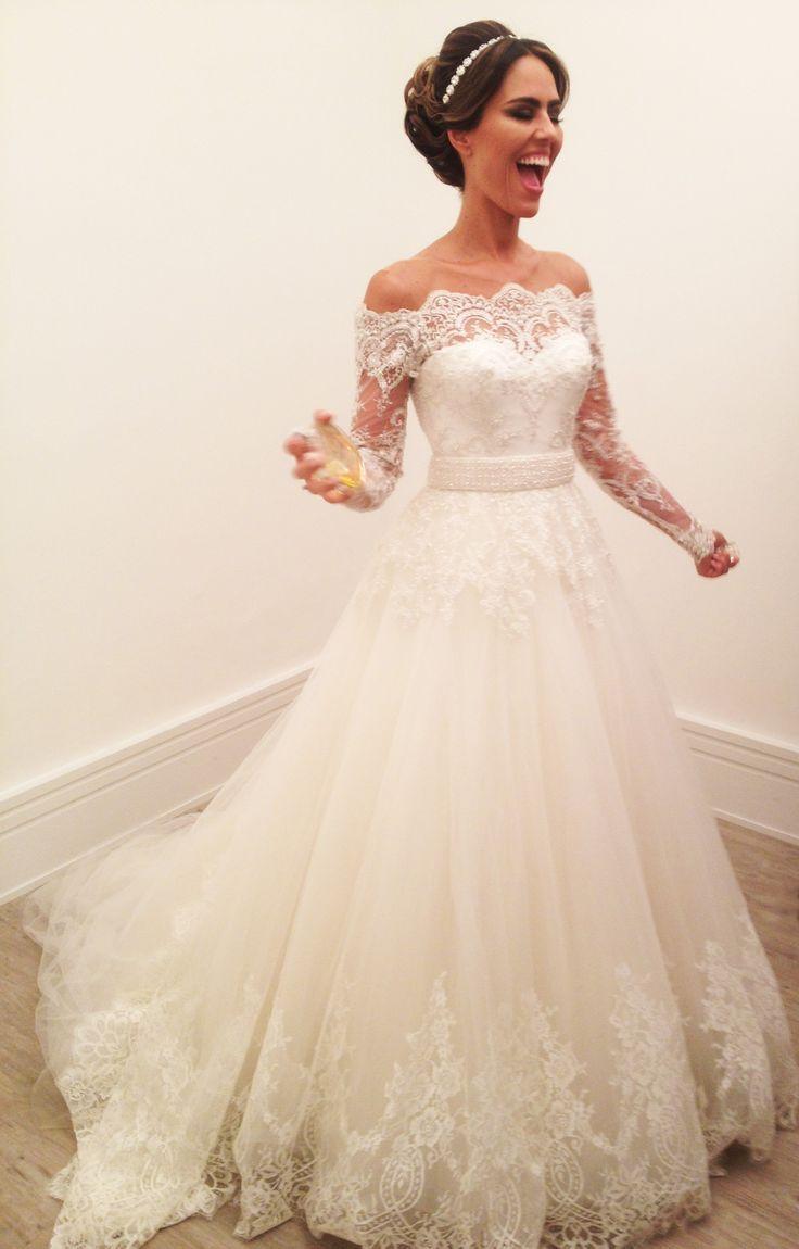 Vestido de noiva ombro a ombro, com renda bordada …