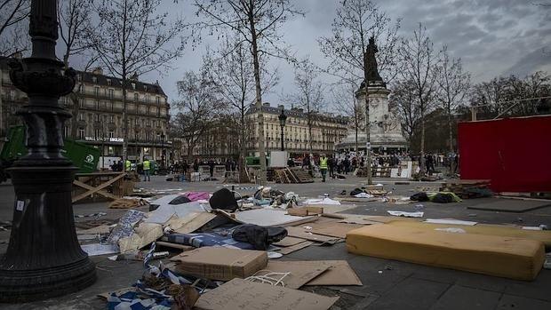 Los «indignados» de París, evacuados de forma pacífica