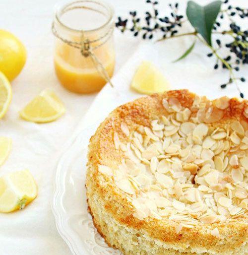 Για σπιτικό πρωινό…κολατσιό στη δουλειά…. ή για τον απογευματινό καφέ… Τι πιο νόστιμο από ένα σπιτικό κέικ από τα χεράκια μας !!!