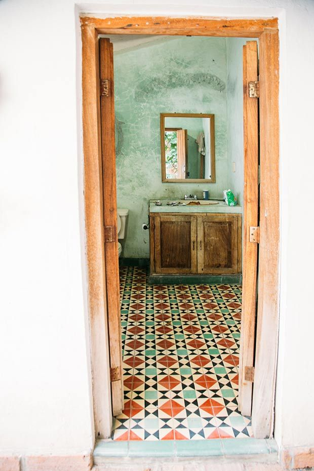 Fancy a more rustic look to your bathroom decor? @justinablakeney features this bathroom design that she discovered in Mexico.