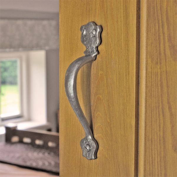 Kirkpatrick 1579 Bosworth Door Pull Handle - Pewter Finish - A high quality, iron pull handle. Unsurpassable British quality, hand forged in a foundry in the West Midlands.