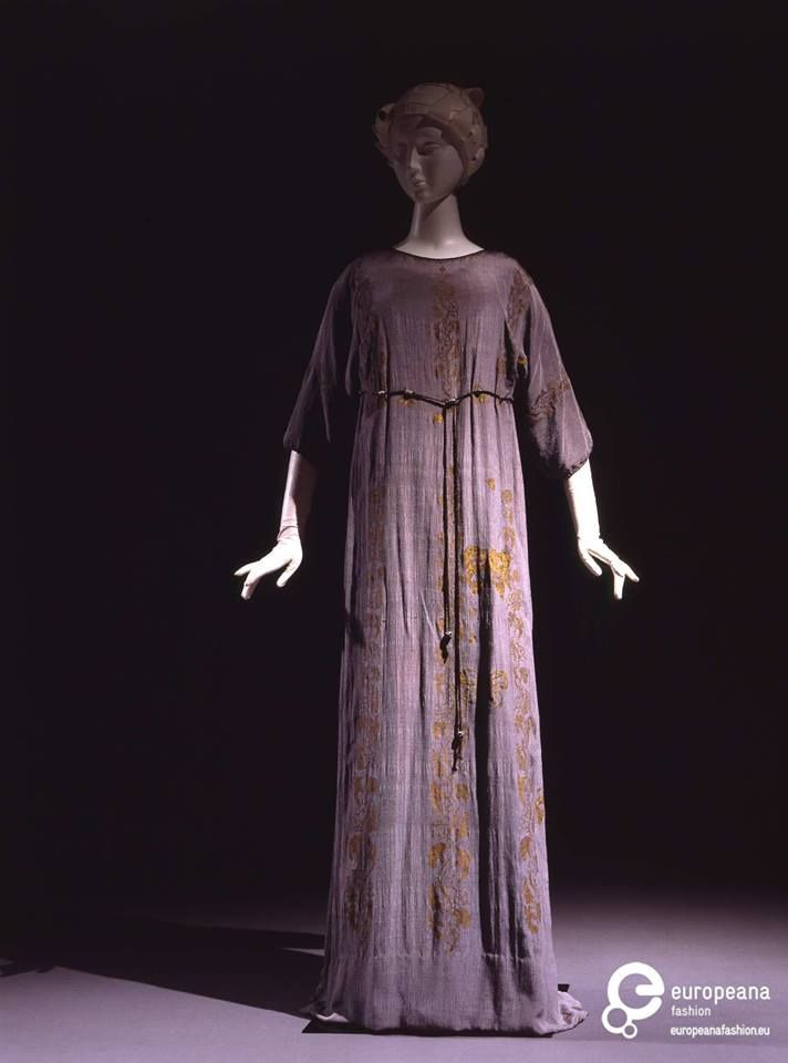 """Tunic dress designed by Mariano Fortuny, printed with """"mordoré"""" floral motifs, early 20th century. Courtesy Galleria del Costume di Palazzo Pitti, all rights reserved."""