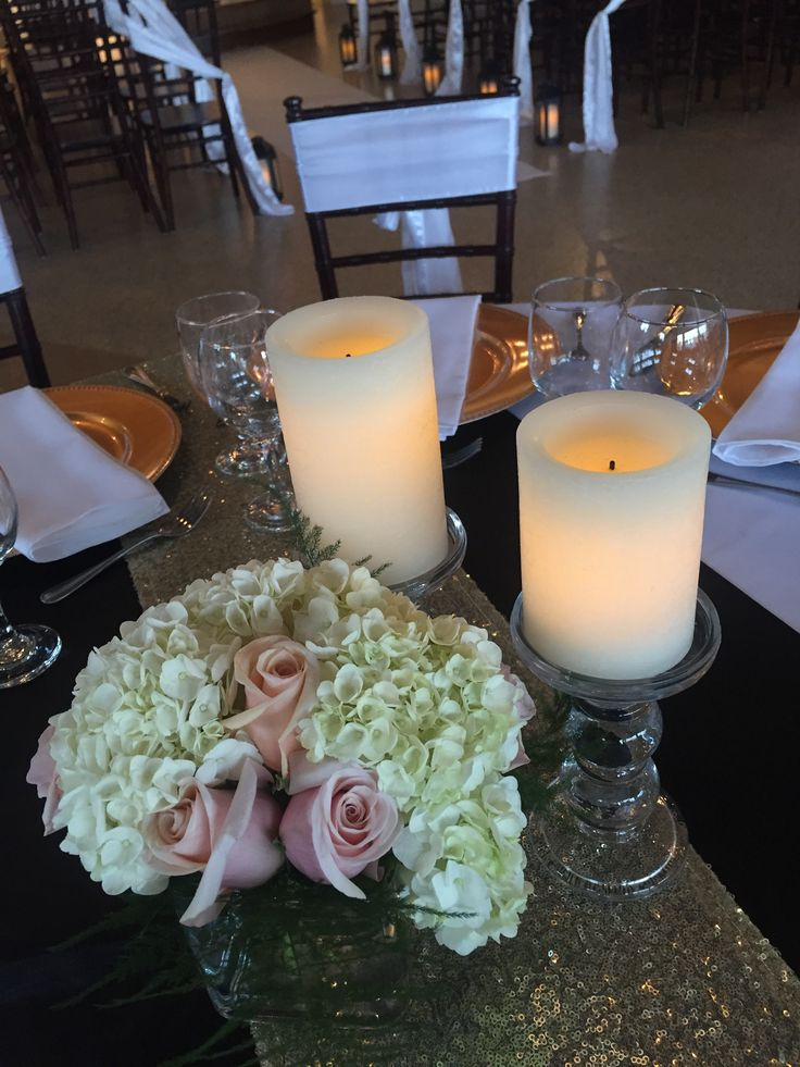 DIAMOND - Fresh floral arrangement of hydrangea and roses, and glass pedestals with LED candles
