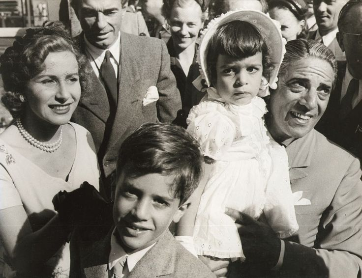 Aristotle #Onassis and his wife Tina, née Livanos, with their children Alexandros and Christina, at the launching of the TINA ONASSIS in Hamburg on 25 July 1953. / Ο Αριστοτέλης Ωνάσης με τη γυναίκα του Τίνα το γένος Λιβανού και τα παιδιά του Αλέξανδρο και Χριστίνα, στη διάρκεια της καθέλκυσης του δεξαμενοπλοίου  TINA ONASSIS στο Αμβούργο στις 25 Ιουλίου 1953.