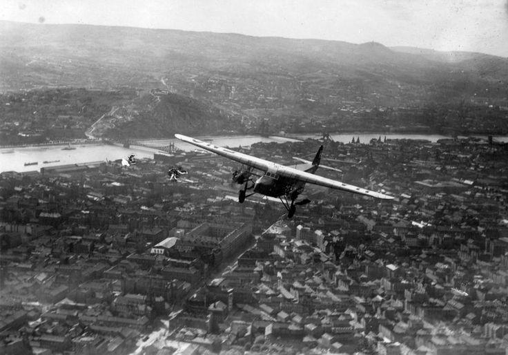 légifotó, előtérben az Üllői út. Magyar gyártású Fokker F-VIIIB típusú utasszállító repülőgép.