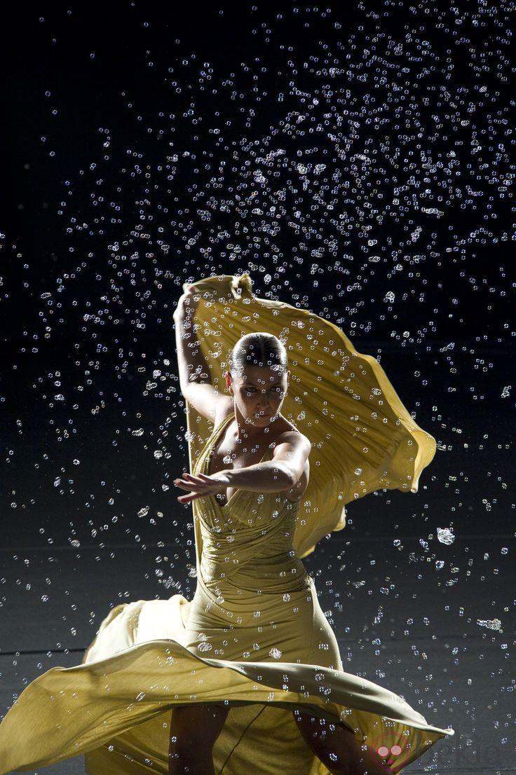 Sara Baras- Me encanta este foto. Me gustaría mirar ella en escenario :)
