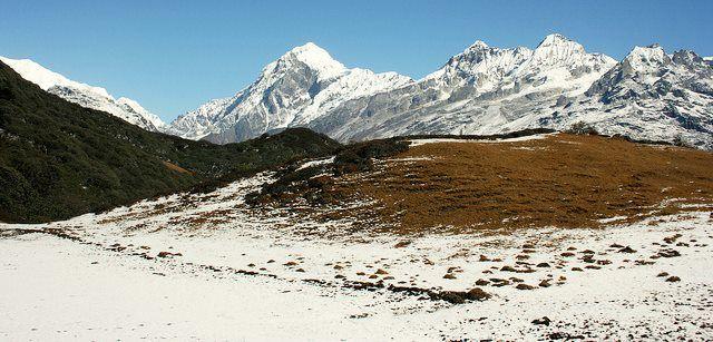Dzongri Trek http://www.thrillophilia.com/sikkim-tour