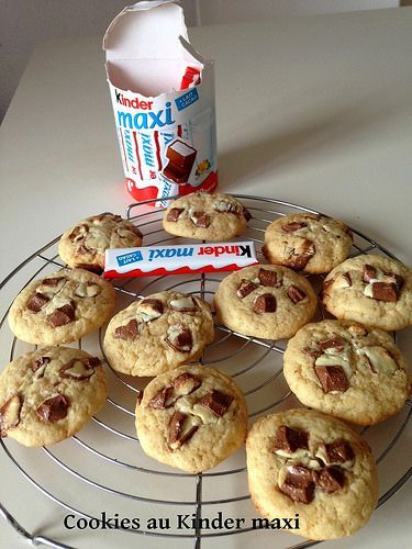 Cookies au Kinder maxi - Gateauxandco en 2020   Cookies ...