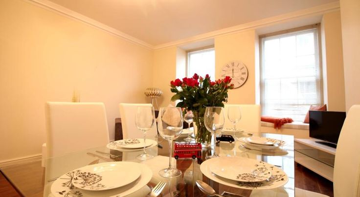 River Walk London River Walk is an apartment located in London, 300 metres from Trafalgar Square. River Walk boasts views of the city and is 300 metres from Savoy Theatre.  The kitchen features a dishwasher.