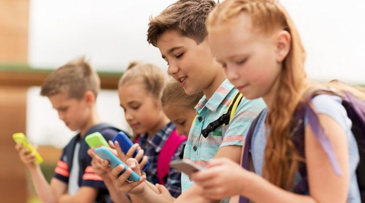 Τα παιδιά μας είναι εξαρτημένα από τα κινητά, παραδέχονται πλέον οι γονείς