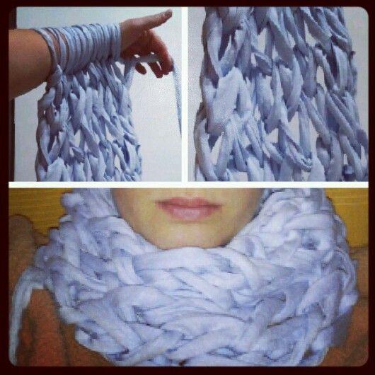 Bufanda hecha sin agujas y de una forma super sencilla y rápida!! Me encanta!! #diy #madebyme #fashion #invierno #winter #frío