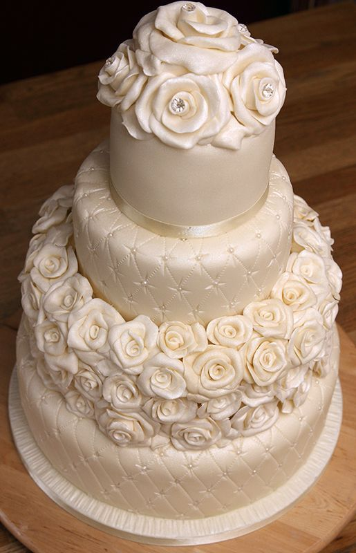 wedding cakes with roses and pearls 26 best clear grape glass images on clear 26108