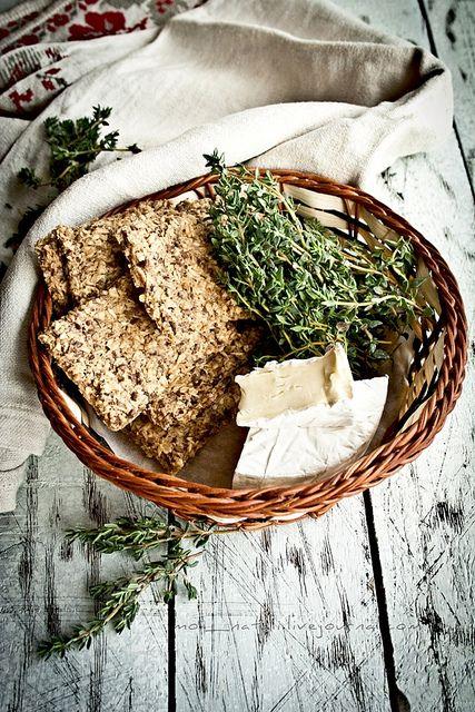 Овсяные хлебцы с тимьяном и льняными семенами