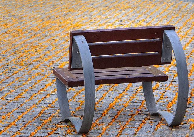 Mobiliario urbano    Siguiendo con el tema de mobiliario urbano banco individual de la plaza del Virrei Amat, Nou Barris, Barcelona